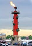 Rostral kolonn i St Petersburg, Ryssland Royaltyfri Bild