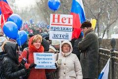 Rosyjscy demonstranci trzyma plakaty Fotografia Royalty Free