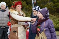 Rosyjscy ludzie świętują Maslenitsa Fotografia Royalty Free