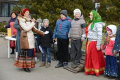 Rosyjscy ludzie świętują Maslenitsa Zdjęcia Stock