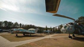 Rosyjscy Militarni samoloty i helikopter przy bazą zbiory