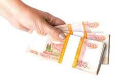 Rosyjscy ruble banknotów w żeńskiej ręce Zdjęcia Royalty Free