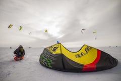 Rosyjska rywalizacja dla snowkiting maratonu Obraz Stock