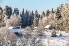 Rosyjska wioska w zimie w lesie Fotografia Stock