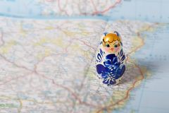 Rosyjski matryoshka w gzhel stylu na mapie Obraz Royalty Free
