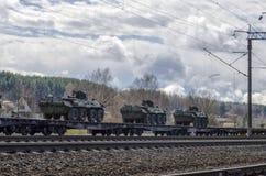 Rosyjski militarny wyposażenie ładował na ładunek kolei obraz royalty free