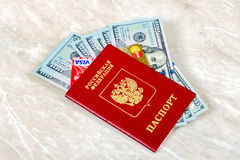 Rosyjski paszport z wizą i Mastercard kartą debetową, amerykanin Zdjęcie Stock