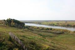 Rosyjski równina krajobraz z rzeką w jesieni Obrazy Royalty Free