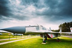 Rosyjski Radziecki wojskowy Hebluje samolot linii frontu wielocelowego wojownika Obrazy Royalty Free