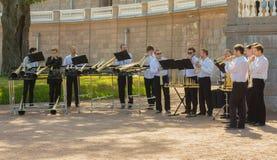 Rosyjski rogu orkiestry występ w Oranienbaum Zdjęcie Royalty Free