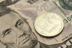 Rosyjski rubel przeciw tłu pięć USbackground Zdjęcie Royalty Free