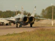 Rosyjski samolotu Sukhoi Su-24 bieg na start pasku Tylni dżetowych silników widok Zdjęcia Stock