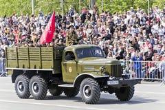 Rosyjski stary wojskowy odtransportowywa przy paradą na rocznym zwycięstwo d Zdjęcia Royalty Free