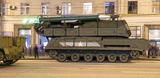 Rosyjskie bronie Próba militarna parada blisko Kremlin, Moskwa, Rosja (przy nocą) obraz royalty free