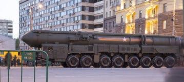 Rosyjskie bronie Próba militarna parada blisko Kremlin, Moskwa, Rosja (przy nocą) Zdjęcia Royalty Free