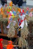 Rosyjskiego ostatki małe lale w tradycyjnych kolorowych sukniach Obraz Royalty Free