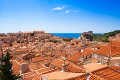 Rot ärgern Dächer von Dubrovnik lizenzfreie stockfotografie