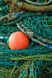 Rot alles unter grünen Fischernetzen Lizenzfreie Stockfotografie
