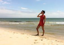 Rot gekleidete Frau Lizenzfreie Stockfotografie