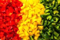 Rot, Gelb und grüner Paprika gehackt Lizenzfreie Stockfotos