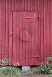 Rot gemalte Tür Lizenzfreies Stockfoto