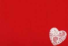 Rot glaubte Hintergrund und Spitze-Herzen für Design zum Valentinstag Stockbilder