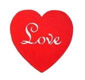 Rot kopierte das hölzerne Herz, das auf weißem Hintergrund, Valentinstag lokalisiert wurde Stockfoto