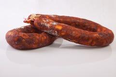 Rot kurierte Chorizos Stockfotos