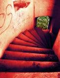 Rot kurvt grünes Fenster Stockfoto