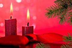 Rot leuchtet Weihnachtsflamme durch Lizenzfreie Stockfotografie