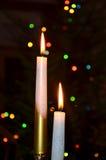 Rot leuchtet Weihnachtsflamme durch Stockfotografie