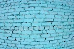 Rot mit weißer Verbindung Die Backsteinmauer gemalt im Blau stockbild