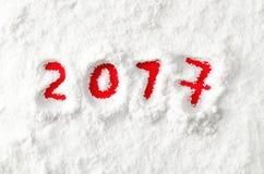 Rot nummeriert 2017 auf dem Schnee Lizenzfreie Stockfotos