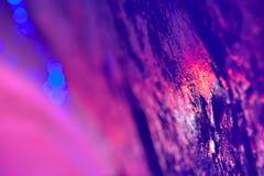 Rot, purpurrot, Veilchen und Blaulichter dachte über Eisoberflächenesprit nach Lizenzfreie Stockfotografie