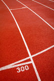 Rot sports Laufbahn Lizenzfreie Stockbilder