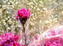 Rot stieg in Blumenstrauß Stockbild