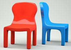 Rot und blaue Karikatur-angeredete Stühle Stockfotos