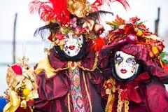 Rot und Goldfantastische Kostüme lizenzfreie stockfotografie