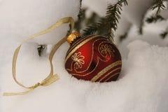 Rot und Goldweihnachtsverzierung Lizenzfreie Stockbilder