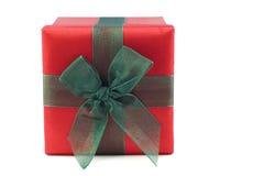 Rot und Grün eingewickelter Geschenk-Kasten stockfotos