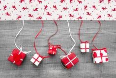 Rot und weiße Weihnacht stellt sich für Dekoration - mit Elchen dar Lizenzfreie Stockbilder