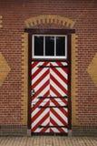 Rot- und weißeverzierte Türen der Ställe Des Haar Castle Stockfotografie