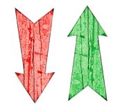 Rot unten und Grün herauf hölzerne Richtungspfeile der Weinlese auf gebrochenem und Schale malten hölzern Stockbild