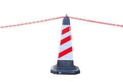 Rot-weißer Verkehrskegel und -kette Isoalted für Sperrgebiet Stockfoto