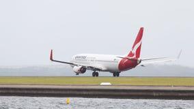 Rot-weißes Boeing 737 Qantas Airways Lizenzfreies Stockbild