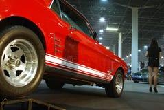 Rot-weißes justierenauto Stockfotografie