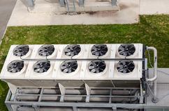 Rotação do fã do ventilador na planta do biogás da construção foto de stock