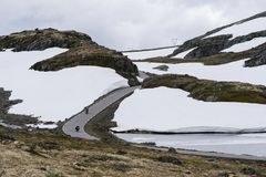 Rota cênico norueguesa Aurlandsfjellet imagens de stock