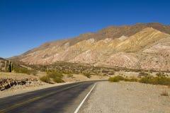 Rota da montanha através do deserto Fotografia de Stock