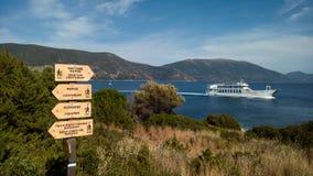 Rota de passeio litoral em Fiskardo, Kefalonia, Grécia Imagens de Stock